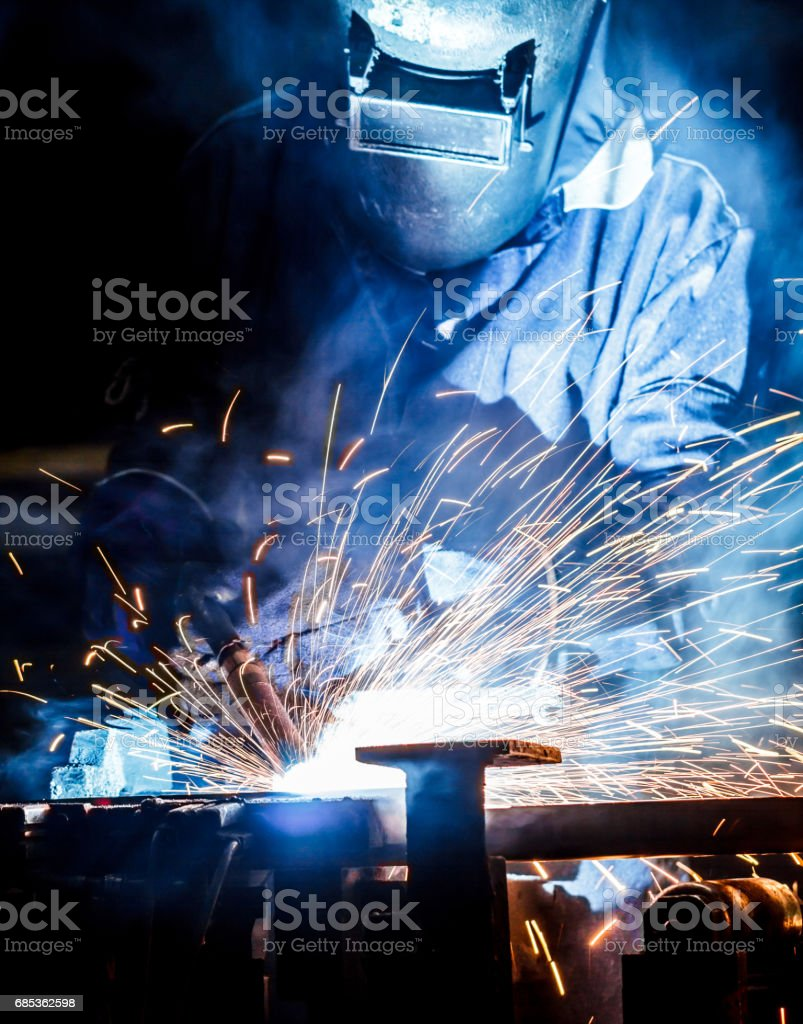 worker with protective mask welding metal foto de stock royalty-free