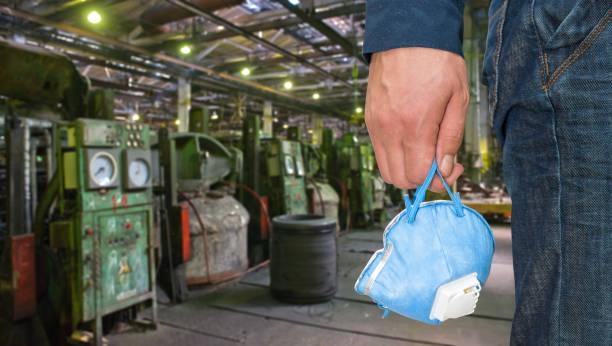 Arbeiter mit schützenden Atemschutzgerät – Foto