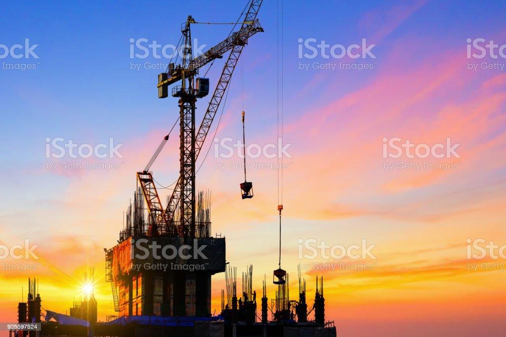 Arbeiter am Bau arbeiten. – Foto