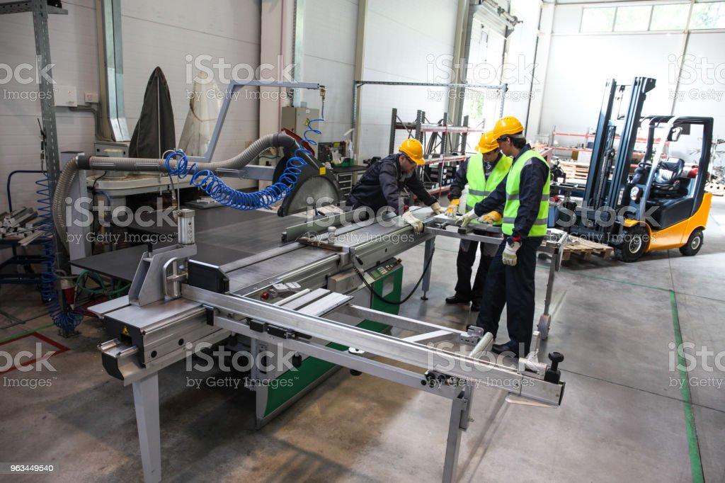 CNC makine atölyesinde işçi - Royalty-free Adamlar Stok görsel