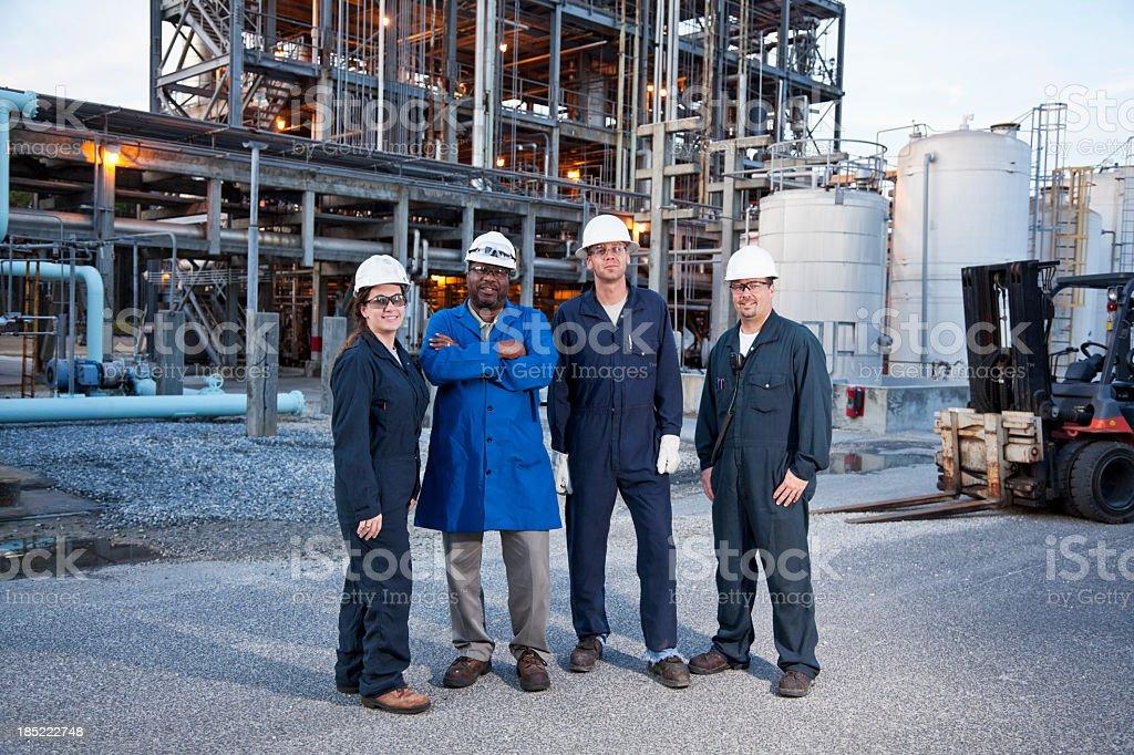 Travailleurs dans l'usine de fabrication - Photo