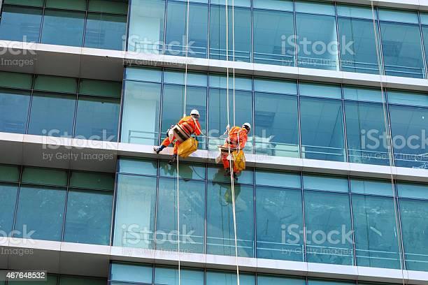 Workers Clean The Glass On Tall Buildings Stockfoto en meer beelden van 2015