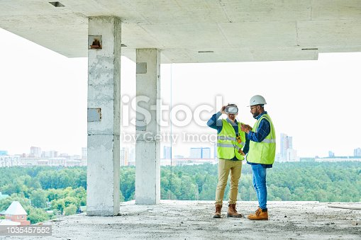 534196421istockphoto Workers Using VR on Site 1035457552