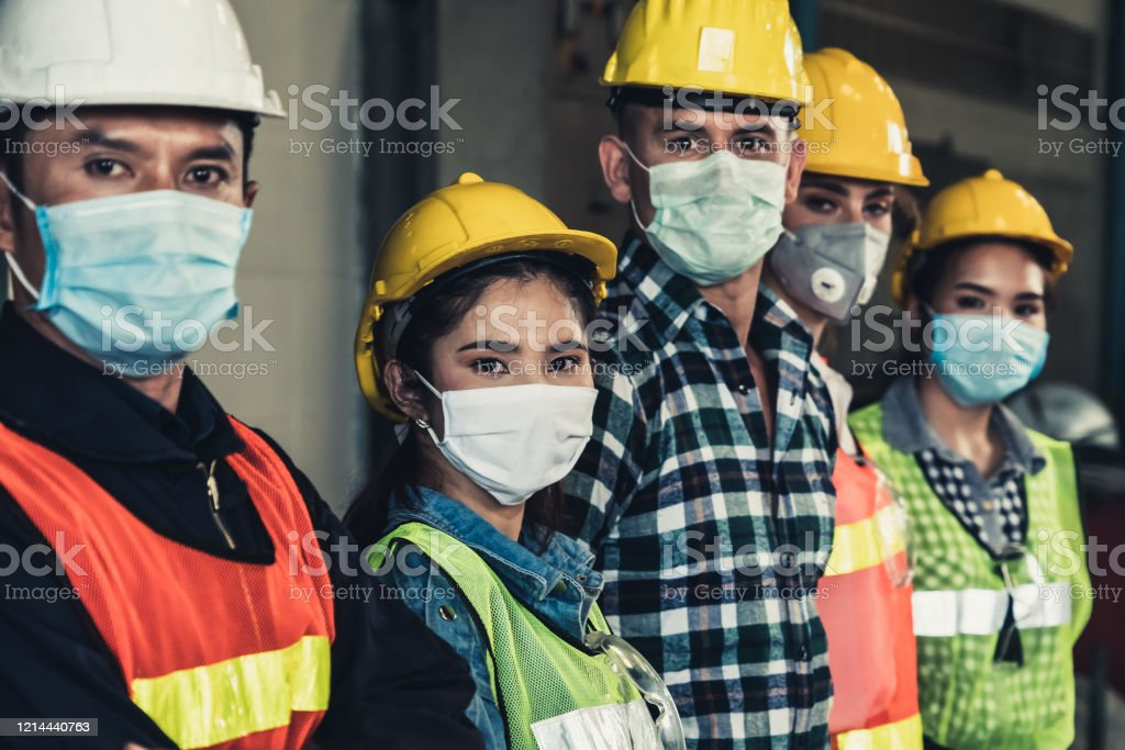 Workers with face mask protect from outbreak of Corona Virus Disease 2019. - Royalty-free Ao Ar Livre Foto de stock