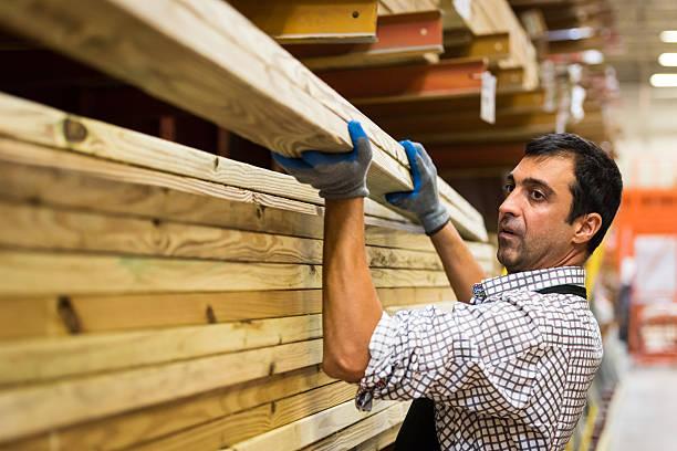 working at a timber/lumber warehouse - matériau de construction photos et images de collection