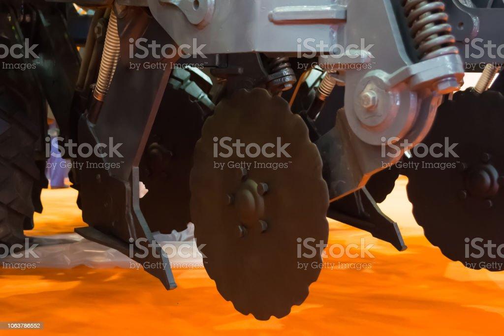 corpos de trabalho do grão da broca para cortar a sementeira de cama, uniforme semeadura e rolamento - foto de acervo