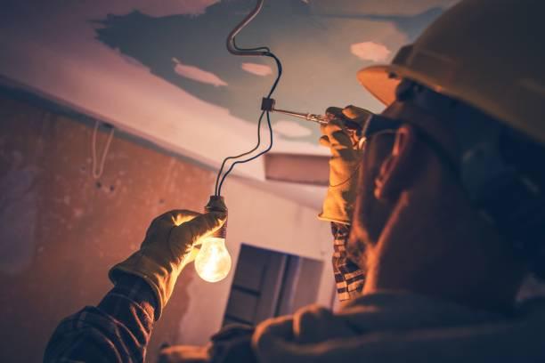 trabajo contratista electricista - electricista fotografías e imágenes de stock