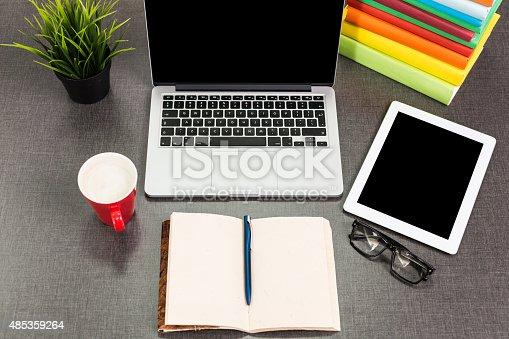 859186006 istock photo Working Desk 485359264