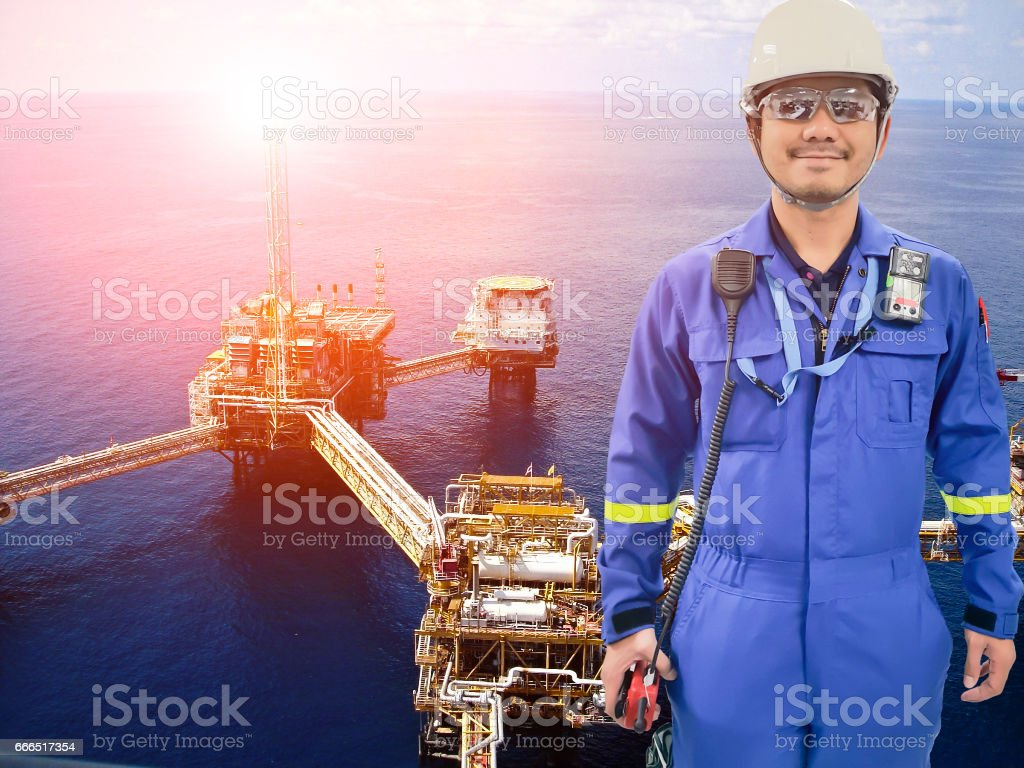 Working Engineer At Offshore Oil And Gas Refinery Stock Photo