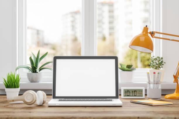 trabalhando em casa. mockup tela em branco laptop computador - laptop - fotografias e filmes do acervo