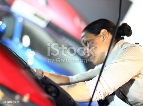 istock Working in auto repair service 941050622