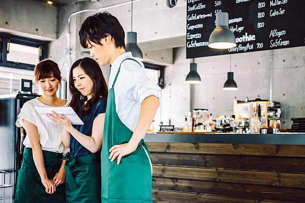 working in cafe. - 吧 公共飲食地方 個照片及圖片檔
