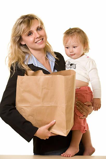 working mom - kleinkind busy bags stock-fotos und bilder
