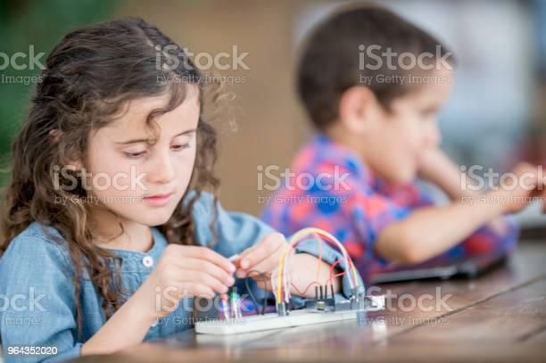 Foto de Trabalhando Em Um Projeto e mais fotos de stock de 6-7 Anos