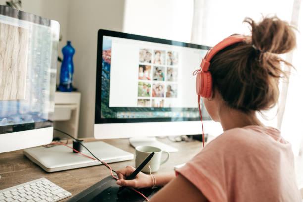 arbeiten sie an einer schule-projekt - interessantes für teenager stock-fotos und bilder