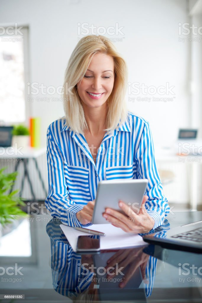 Working on business report 免版稅 stock photo