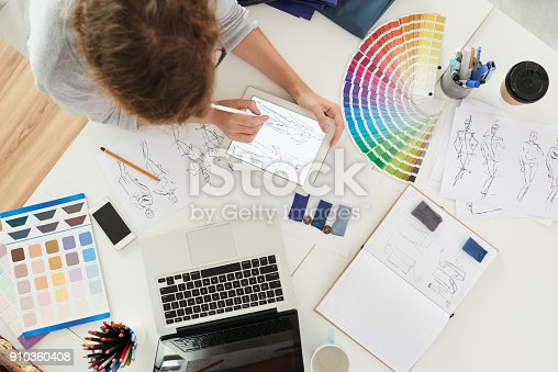 istock WOrking on collection 910360408