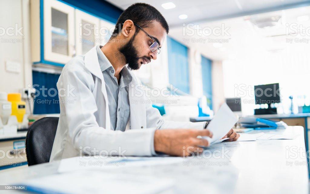 Trabajo de datos de prueba crucial. - foto de stock