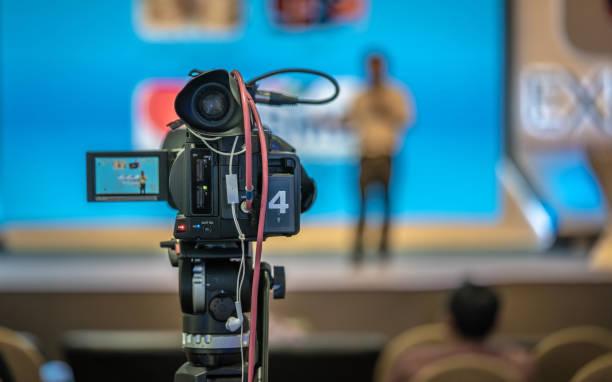 arbeiten photo - nachrichten video stock-fotos und bilder
