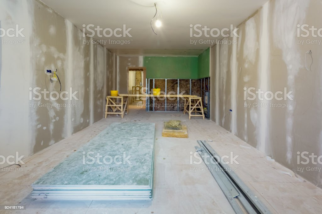 Arbeitsprozess Von Installation Von Metallrahmen Und ...