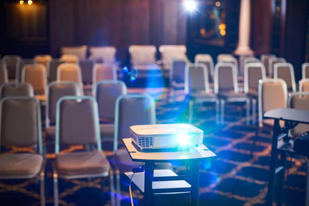 Projecteur de travail à la salle de conférence - Photo