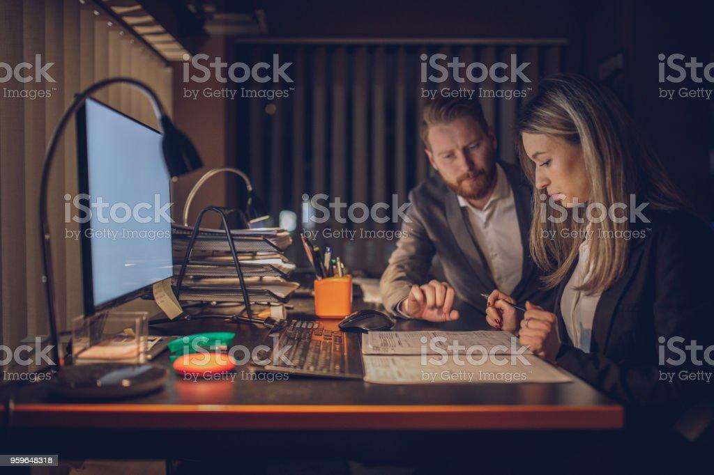 Trabajo hasta mañana - Foto de stock de Adulto libre de derechos