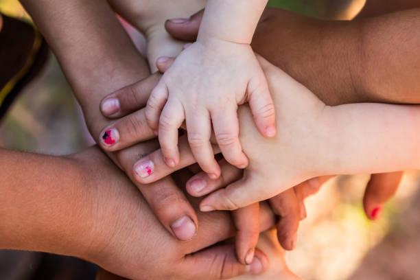 working together - mano donna dita unite foto e immagini stock