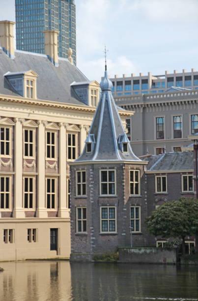 toren van minister-president rutte de nederlandse werken - rutte stockfoto's en -beelden