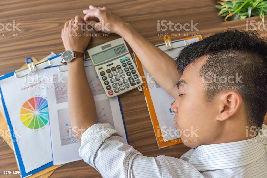 Working under high pressure makes businessman tired and frustrated foto royalty-free