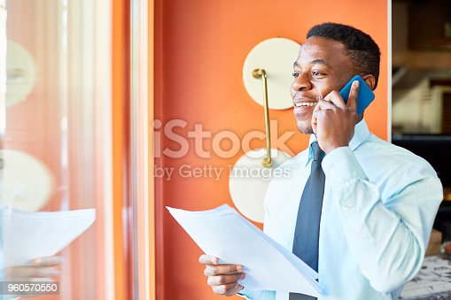 istock Working with client by phone 960570550