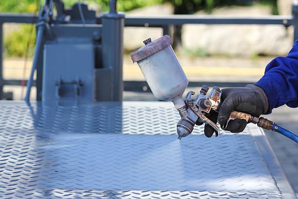 working with paint spray gun - handbemalte teller stock-fotos und bilder