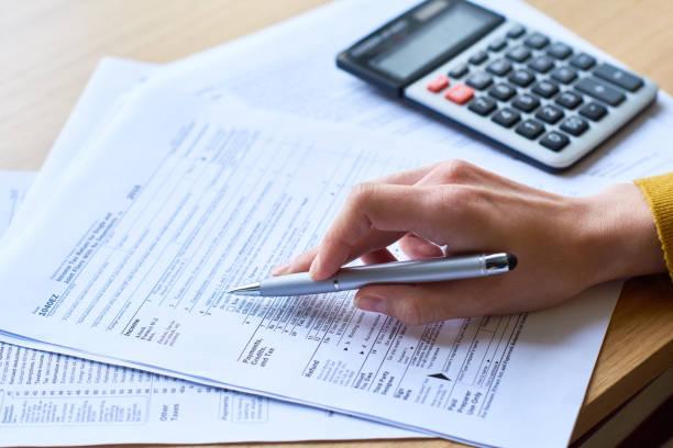 Arbeiten mit Steuererklärung – Foto