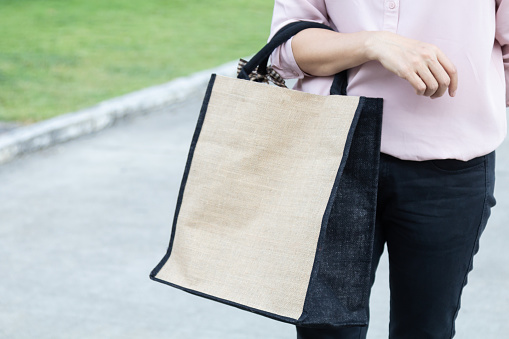 istock Working woman carry simple flax eco bag with copy space, plastic free concept. 1127341492