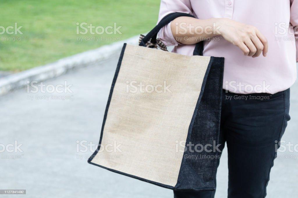 Travail femme simple lin eco sac avec espace copie, concept libre en plastique. - Photo