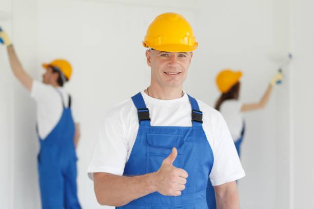 Arbeiter gibt Daumen hoch – Foto