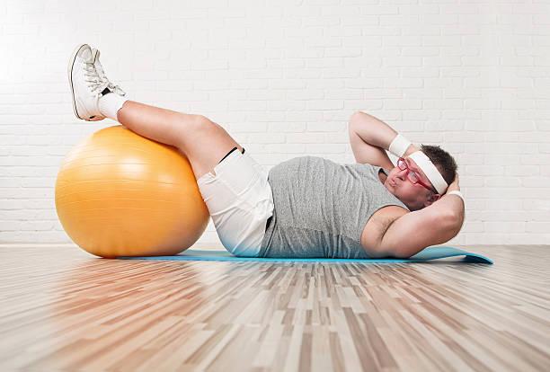 de ejercicios - hombres grandes musculosos fotografías e imágenes de stock