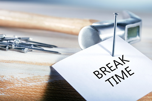 istock . Workplace with message about break. 1135713693