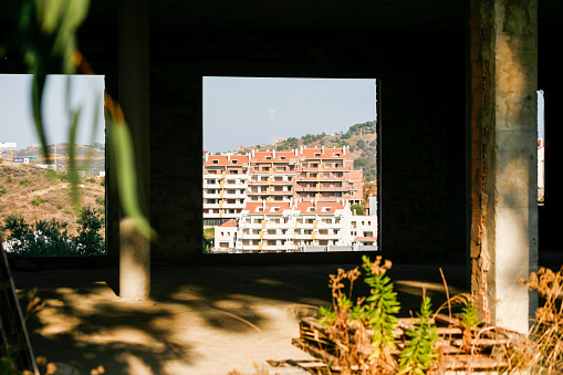 Works and constructions abandoned in Spain during the economic crisis.