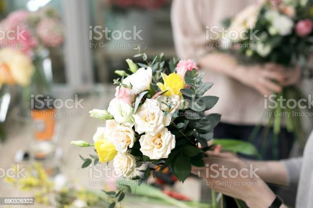 Workshop florist making bouquets and flower arrangements woman a of picture id690326322?b=1&k=6&m=690326322&s=612x612&h=zyyhgyylj1fq6elmfy4i4 qc6nhsh7oatsbql qqwzk=