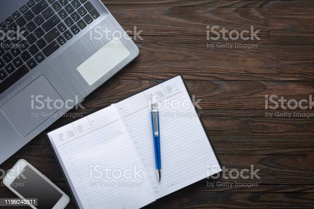 Workspace desk marble surface paper notepad pencil notebook blank picture id1199240311?b=1&k=6&m=1199240311&s=612x612&h=kxiiqzw1ud pyi9s0lbmh0wk4vmpllbdwev3rpbw68g=