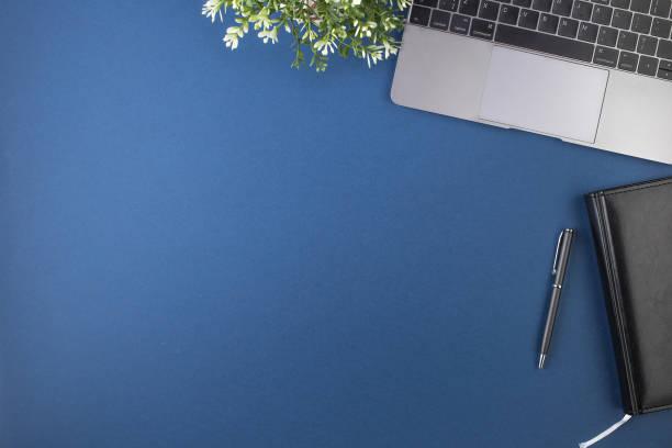 scrivania dell'area di lavoro - flat lay foto e immagini stock