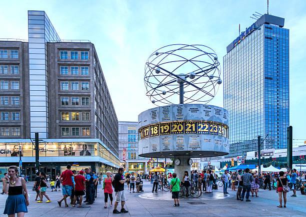 world uhr-alexanderplatz in berlin - weltzeituhr stock-fotos und bilder
