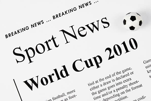 coppa del mondo 2010 titoli con piccolo football/soccer ball-i - 2010 foto e immagini stock