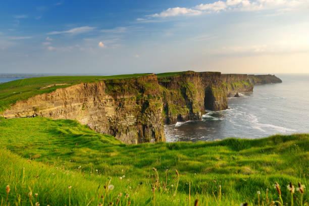 Weltberühmte Klippen von Moher, eines der beliebtesten Touristenziele in Irland. Weithin bekannte Touristenattraktion am Wild Atlantic Way in County Clare. – Foto