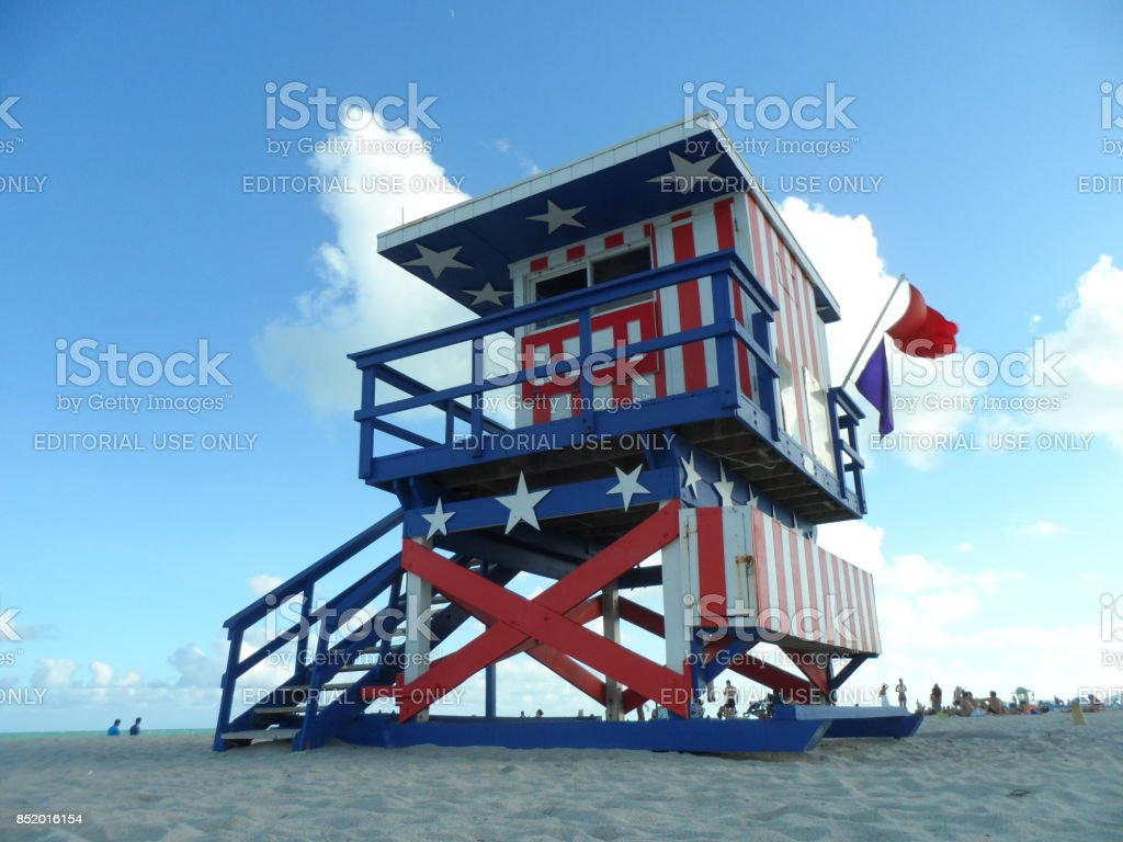 World famous South Beach Miami Lifeguard Hut . True American Style - Famoso puesto de vigilantes de la playa  en Miami Beach stock photo