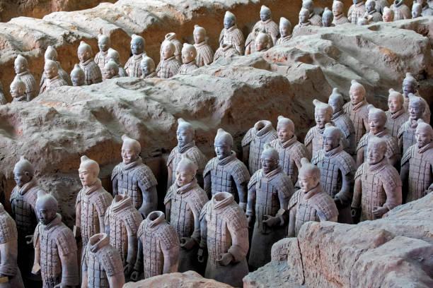 welt berühmten terrakotta-armee in xian china gelegen - wunder stock-fotos und bilder