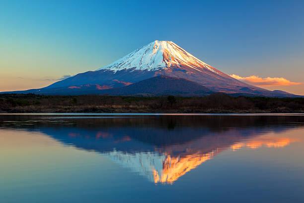 世界遺産の富士山や精進湖 - 富士山 ストックフォトと画像