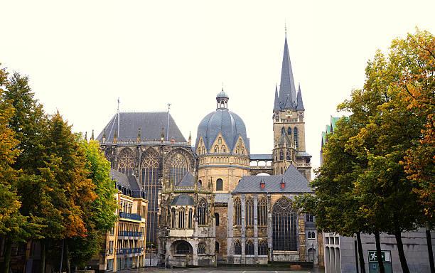 unesco world heritage site aachener dom - aachen stock-fotos und bilder