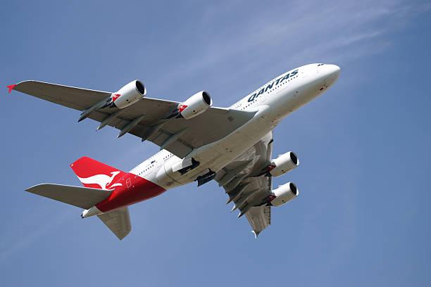 mondo più grandi aeromobili airbus a380 passeggero - qantas foto e immagini stock