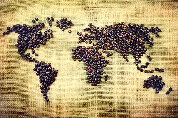 Weltkarte aus Kaffeebohnen – Foto